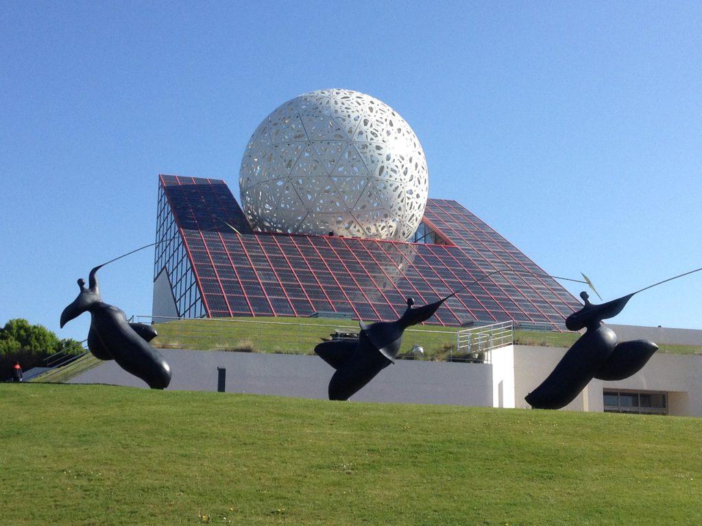 Le Futuroscope de Poitiers, parc d'attraction au design futuriste