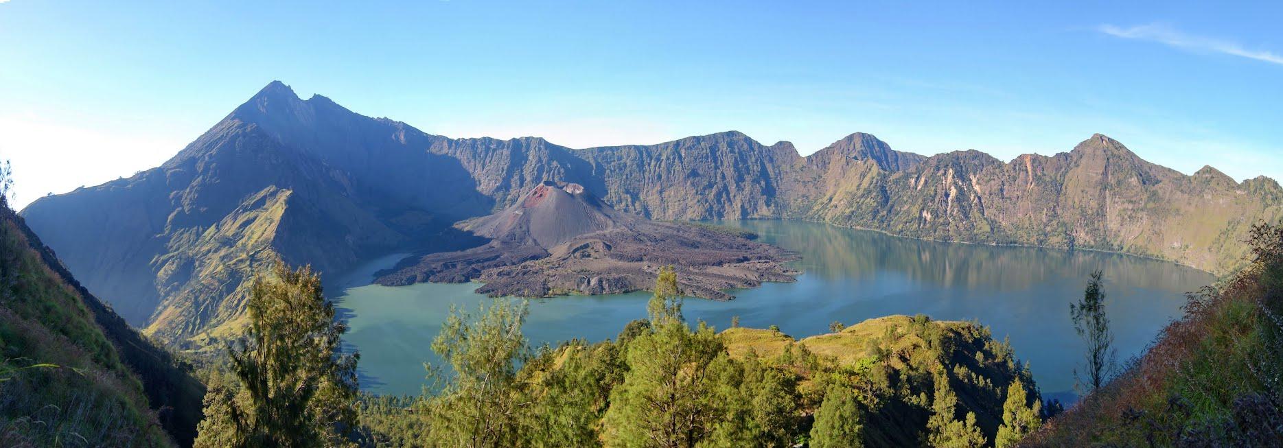 Le volcan Rinjani sur l'île indonésienne de Lombok