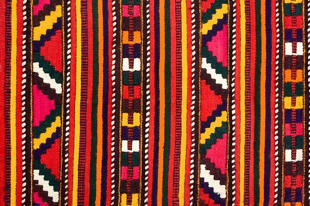 Le tissu mexicain aux motifs aztèques géométriques