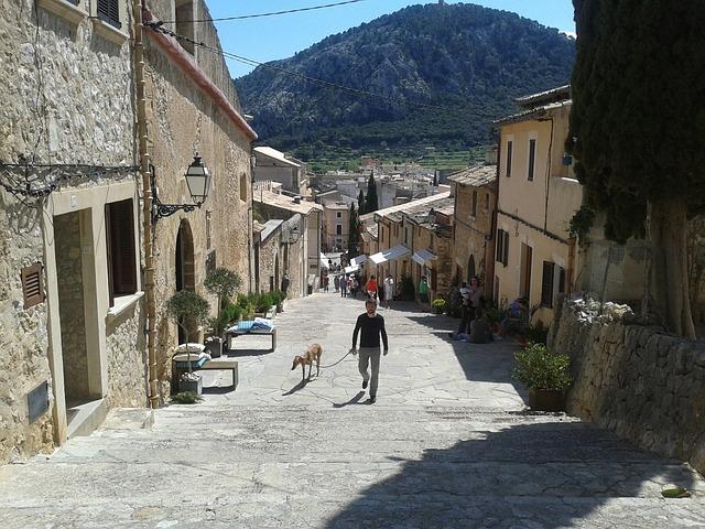 Les ruelles pavées et étroite d'Alcudia
