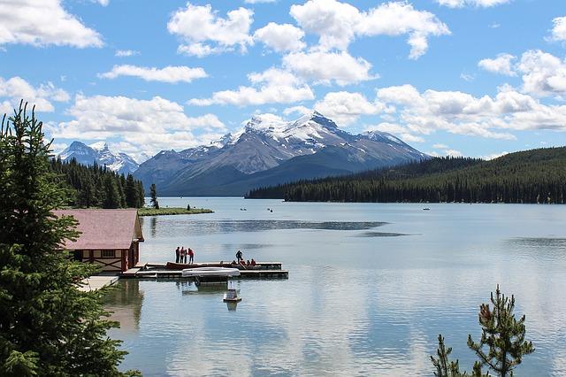 lac maligne spirit island canada