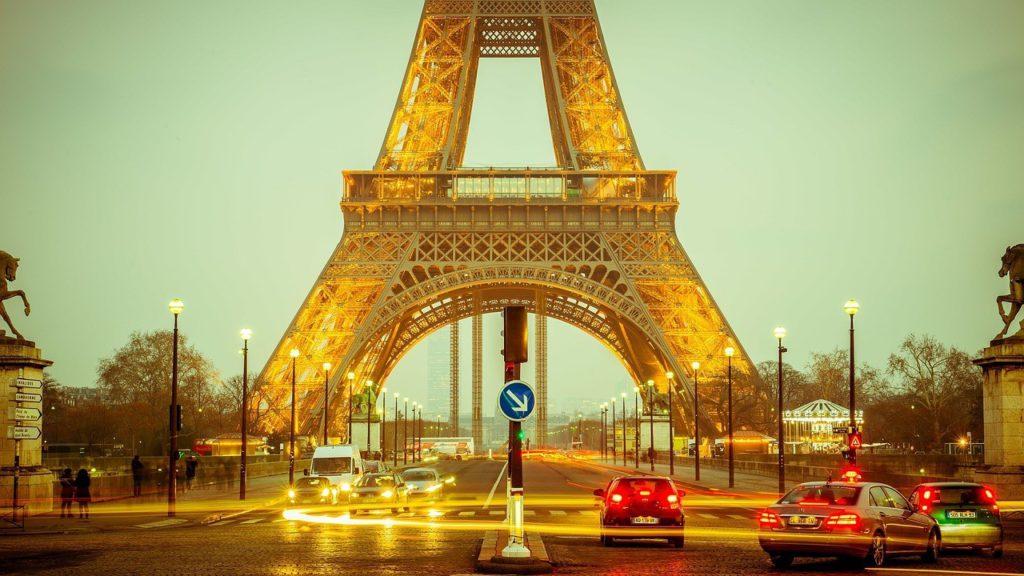 La tour eiffel le matin à Paris