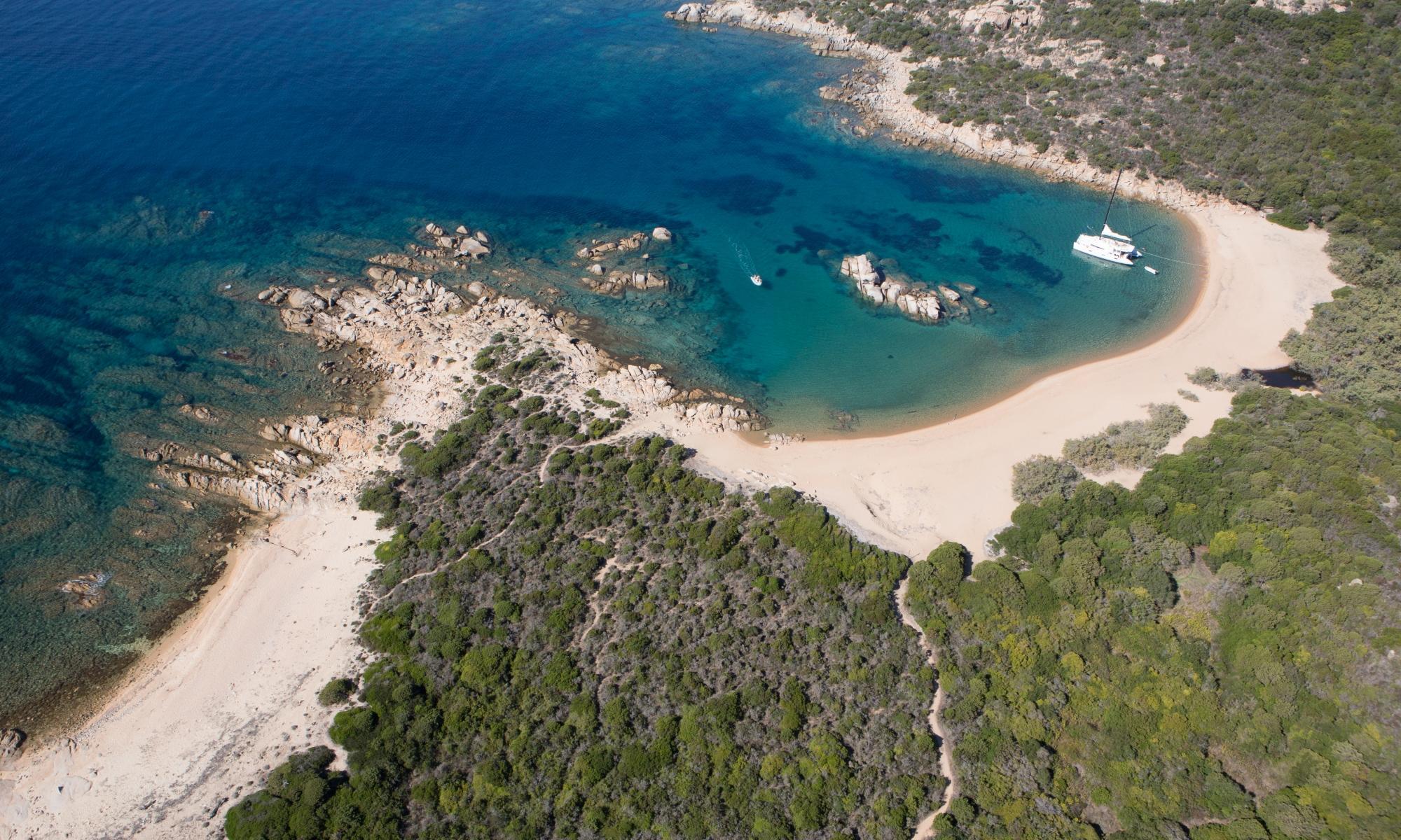 Location-catamaran-en-Corse