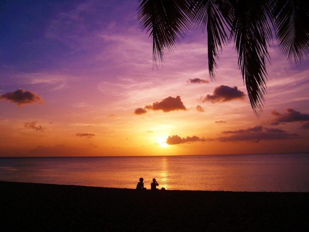 coucher de soleil plage de guadeloupe