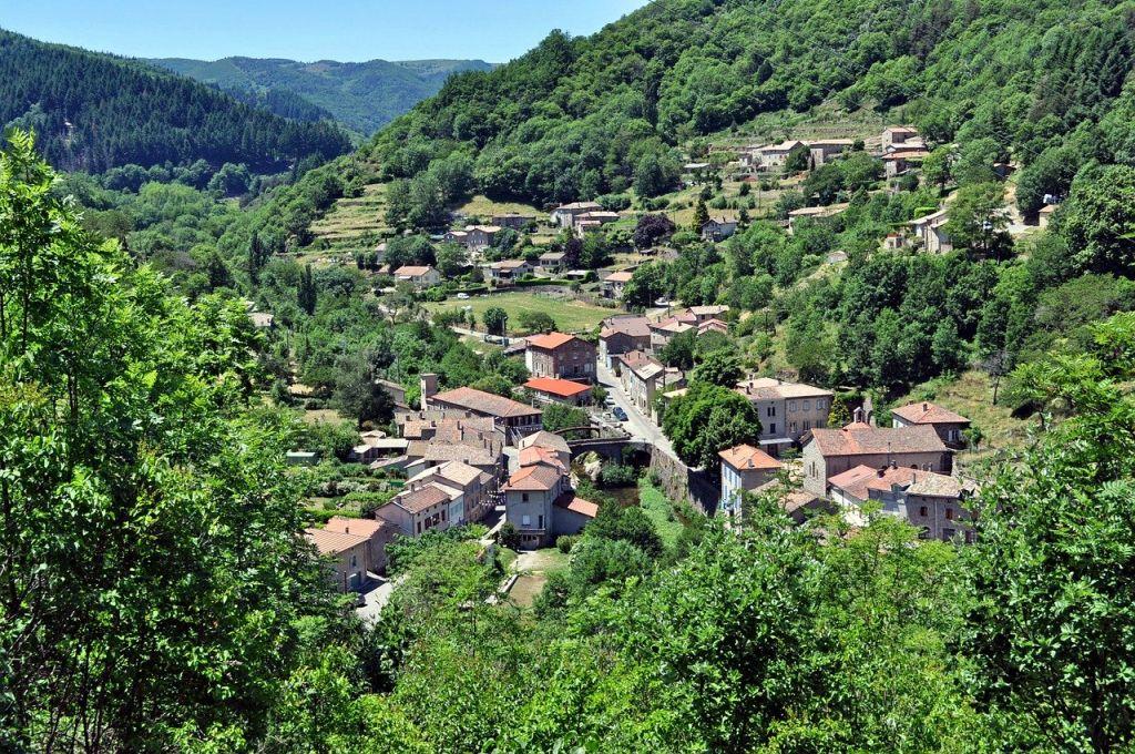le village d'Albon en Ardèche